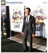 Hitting the #BlackCarpet in style, @danielhenney makes his way to the premiere...