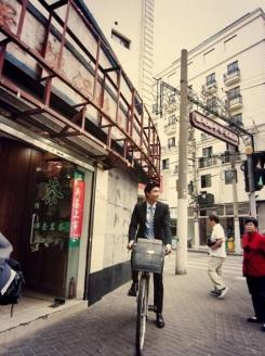 Bike chase scene in Shanghai | Photo: Daniel Henney's Facebook
